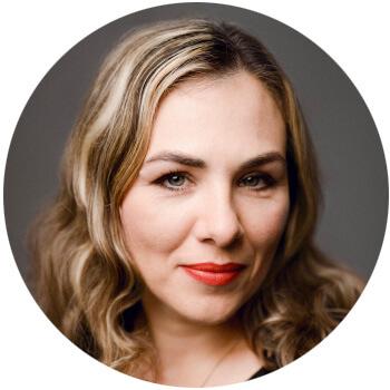 Kosmetikerin Oksana Schlegel